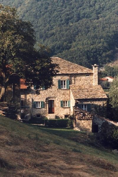 Abitare una casa in sasso restaurata in montagna - Come riscaldare una casa in montagna ...